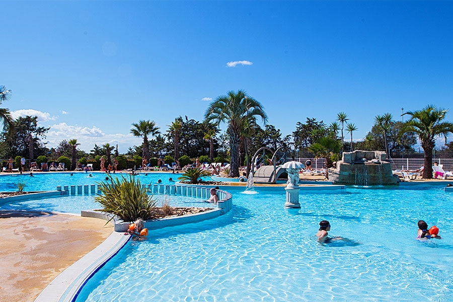 Camping champs blancs hoist group for Camping le lavandou avec piscine